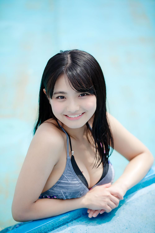 片岡沙耶さんの水着
