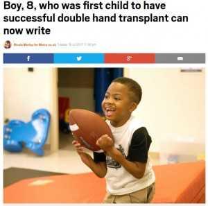 両手の移植手術が成功した8歳少年、ボール遊びに夢中(米)