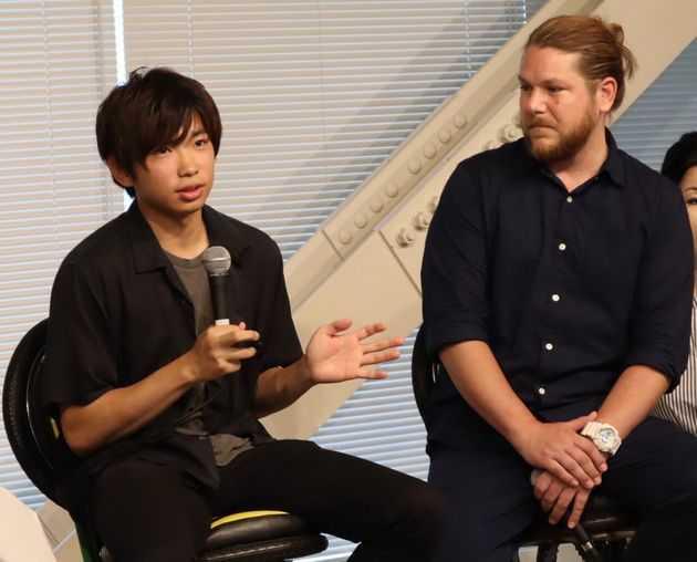 トモヤ(左)とマット・ミラー(右)